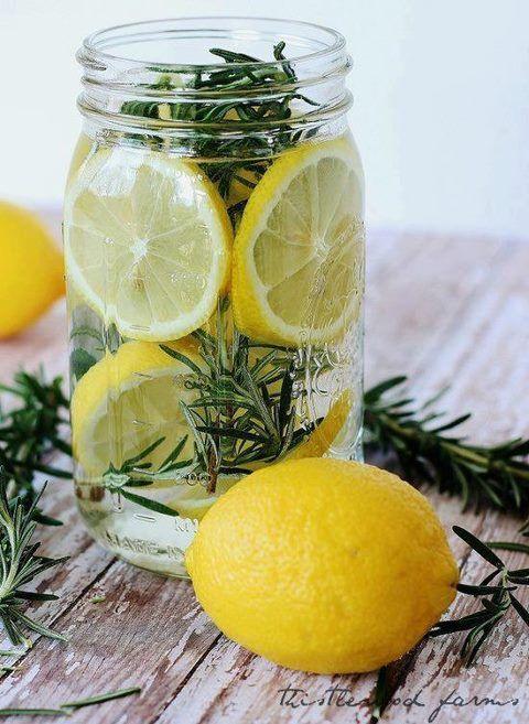 Egy pohár víz citrommal, üres gyomorra. Víz használata citrommal, éhgyomorra.